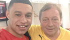 Photo: Alex Oxlade-Chamberlain poses with Arsenal 'legend'