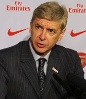 Arsène Wenger responds to Paul Scholes' criticism of Arsenal