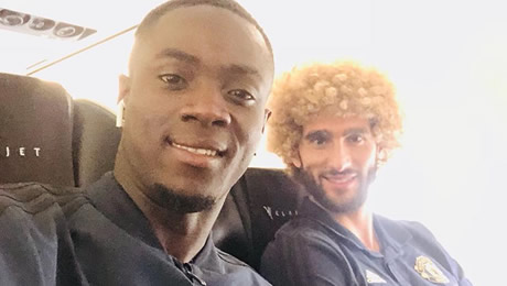 Photo: Bailly poses with Fellaini on Man United flight to Switzerland