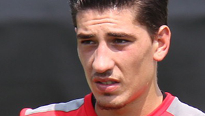 Martin Keown urges Hector Bellerin to learn from Arsenal signing