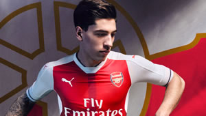 Photo: Arsenal star Hector Bellerin relaxes with his stunning girlfriend