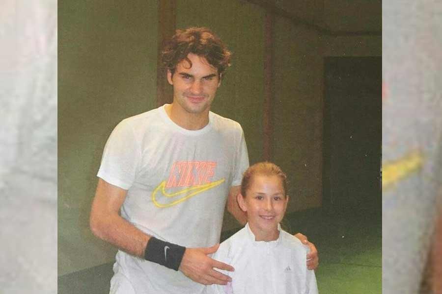 Roger Federer with a young Belinda Bencic (Photo: @belindabencic / Instagram)