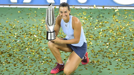 Caroline Garcia wins first Premier title in Wuhan, Caroline Wozniacki qualifies for Singapore