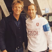 Cech catches up with Man Utd legend