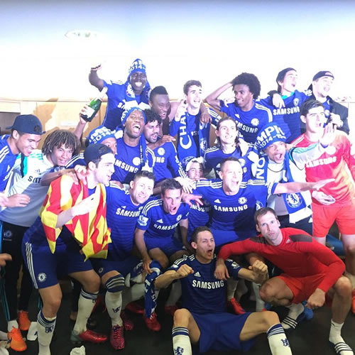 chelsea players celebrate title