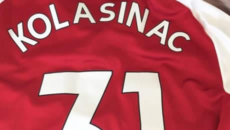 Julian Draxler sends picture of Arsenal shirt to Gunners star