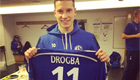 Photo: Arsenal target Julian Draxler picks up Didier Drogba's Chelsea shirt