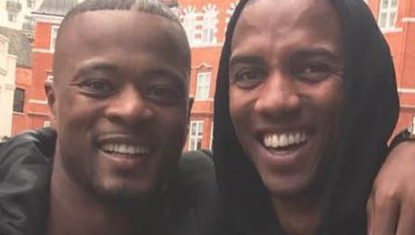 Photo: Ashley Young bumps into Man United legend to provide left-back inspiration