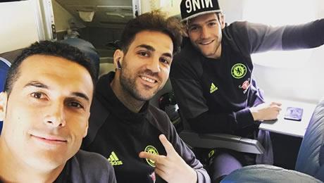 Photo: Pedro and Cesc Fabregas all smiles on Chelsea flight ahead of Everton clash