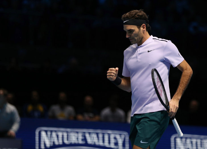 Roger Federer beats Alexander Zverev to advance to ATP Finals last four