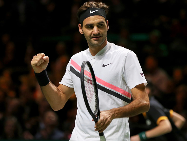 Roger Federer begins bid for No 1 spot with easy win