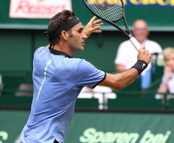 Federer issues message of intent to Wimbledon rivals with stunning Halle victory