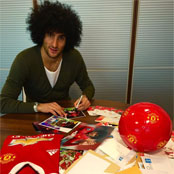 Fellaini responds to Man Utd fan mail