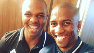 Photo: Ashley Young all smiles with Man Utd legend ahead of Hull clash