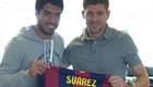 Photo: Luis Suárez gives Liverpool captain Steven Gerrard Barca shirt