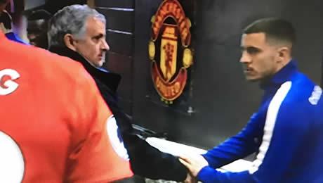 Photo: Eden Hazard greets Jose Mourinho ahead of Man United's 2-1 win over Chelsea