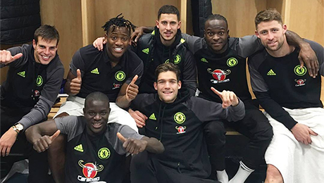 Photo: Eden Hazard all smiles with Chelsea players after 3-1 win at Man City