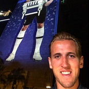 Kane snaps selfie on Harbour Bridge