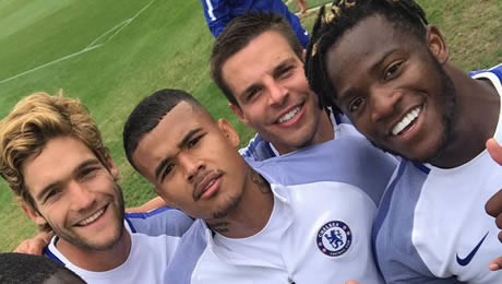 Photo: Chelsea's forgotten man all smiles with Alonso, Batshuayi in training