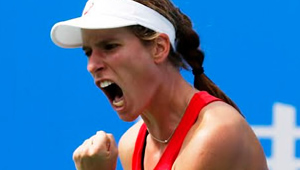 Johanna Konta beats Venus Williams to claim first title in Stanford