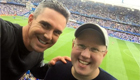 Photo: Kevin Pietersen watches his Chelsea side with Arsenal fan Matt Lucas