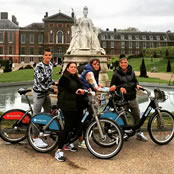 Lamela enjoys cycle ride in London with family