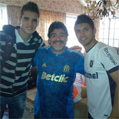 Lamela hangs out with Aguero and Maradona