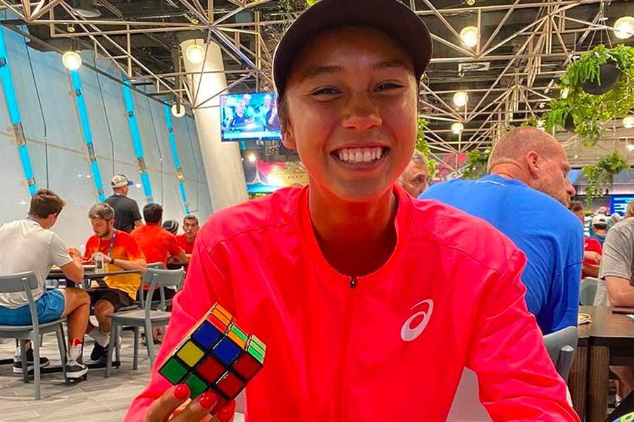 Leylah Fernandez Rubik's Cube