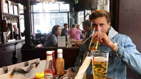 Photo: New Man United signing enjoys some beer with his girlfriend in London