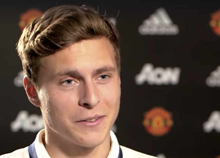 New man united signing sends message to fans about - Victor lindelof ...