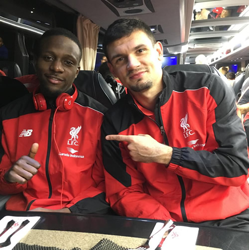 Photo: Liverpool duo celebrate Southampton win on team bus