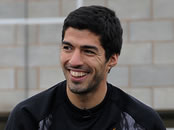 Paul Scholes: Liverpool's Luis Suárez is a 'lucky' player