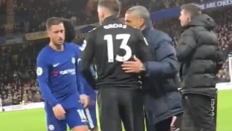 Photo: David Luiz salutes Eden Hazard after Chelsea's 2-0 win over Brighton