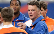 Van Gaal 'very disappointed' as Man Utd stutter again