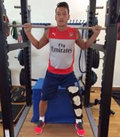 Photo: Arsenal's Mesut Özil posts injury update on Facebook