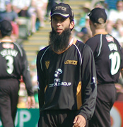 Uncapped Moeen Ali and Stephen Parry named in England squads