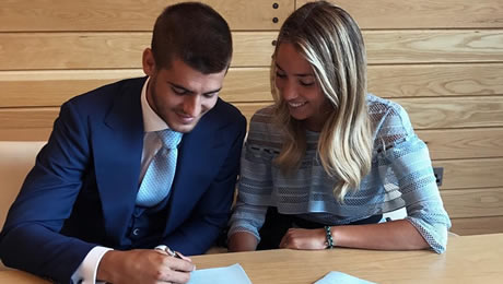 Photo: Alvaro Morata signs Chelsea contract next to his stunning wife