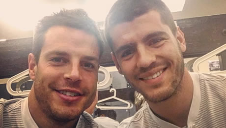 Photo: Cesar Azpilicueta sends message to new Chelsea signing