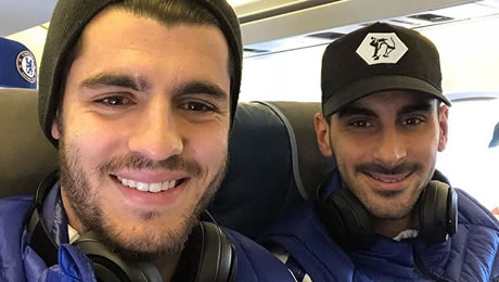Photo: Morata poses with Zappacosta on Chelsea flight to Liverpool