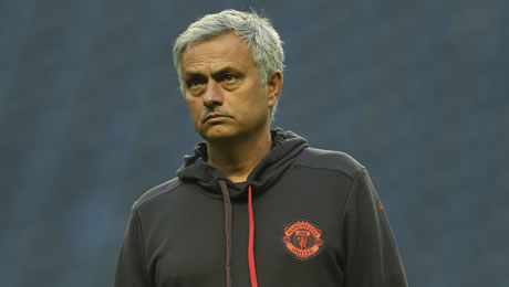 Former Chelsea FC striker criticises Man United manager Jose Mourinho