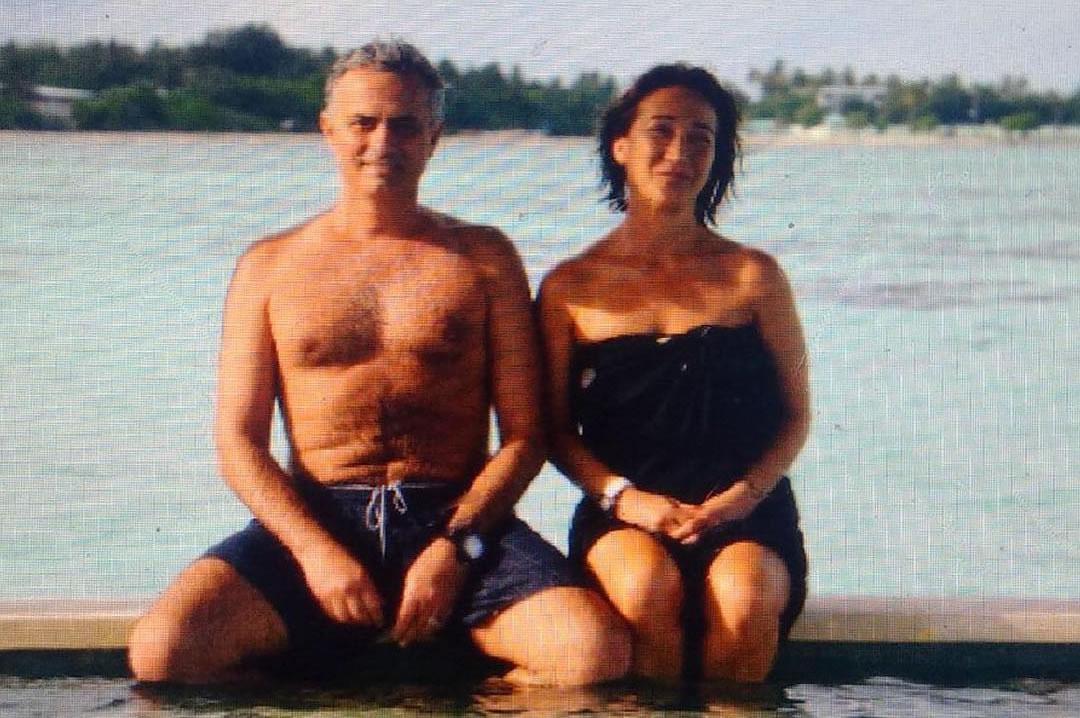 Photo Jose Mourinho Poses With His Wife Ahead Of Man Utd