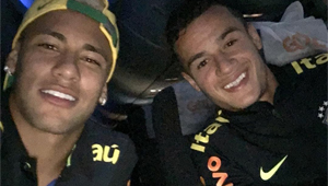 Photo: Liverpool's Philippe Coutinho all smiles with Barcelona star