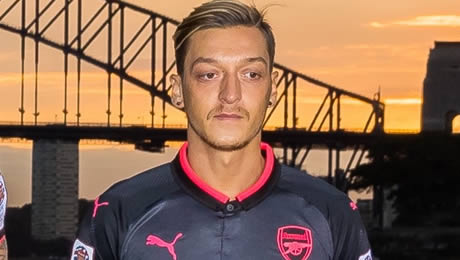 Arsenal legend urges Mesut Ozil to learn from Liverpool FC star