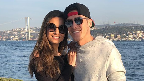 Photo: Arsenal star Mesut Ozil poses with his girlfriend in Turkey