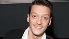 Photo: Mesut Ozil expects Brighton to 'step on' Arsenal's feet