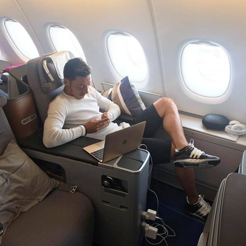 mesut ozil private jet