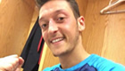Photo: Mesut Özil hails 'on fire' Arsenal with dressing-room selfie