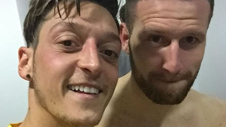 Photo: Mesut Ozil celebrates in dressing room with Arsenal signing after 5-1 win at West Ham
