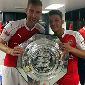 Ozil poses with Community Shield