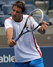 US Open 2014: Kohlschreiber & Robredo deal one-handed blows to Isner & Kyrgios